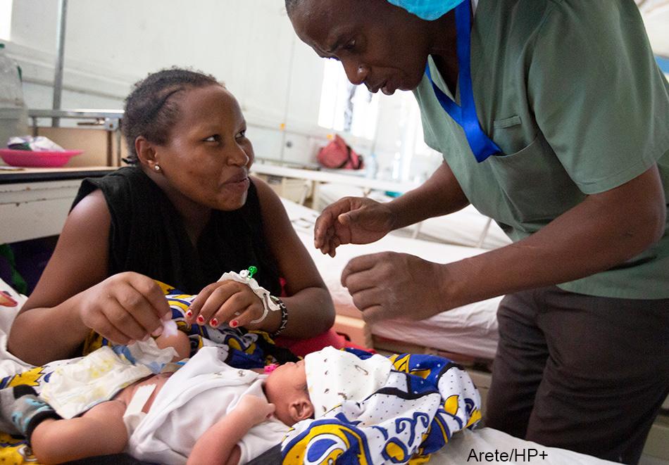 nursery officer Kahate Augastine shows Catherine Musyoka on how to clean her baby's navel at the Maternity ward at the Port Reitz Hospital in Mombasa, Kenya. Photo: Arete / Albert Gonzalez Farran / Palladium